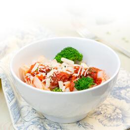 Gericht mit Brokoli, Erbsen und Reis